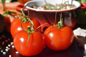 איך לבחור עגבניות לשקשוקה